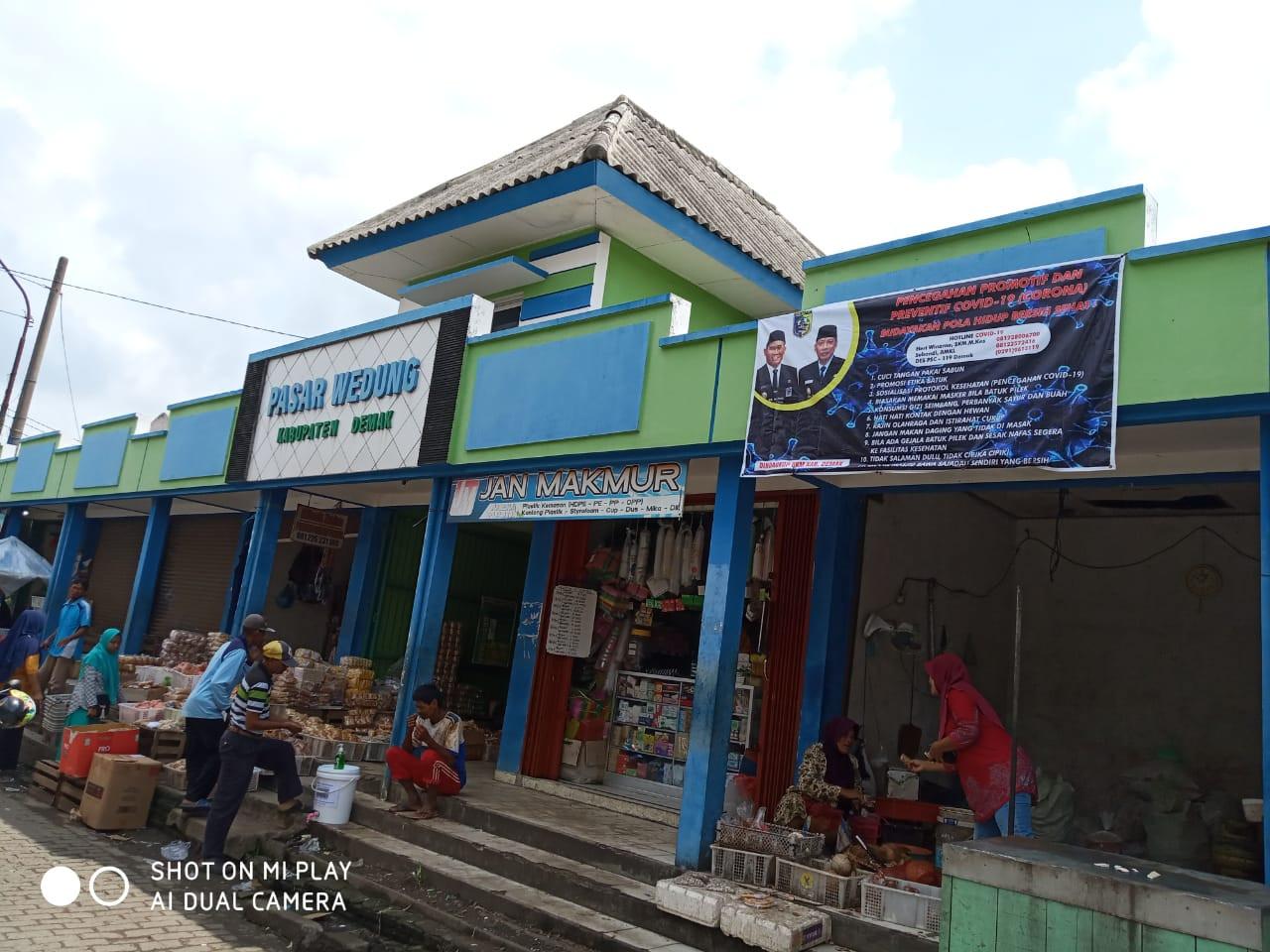 Pemasangan Sanitizer Di UPTD Pasar Wilayah Kabupaten Demak