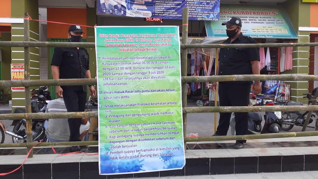 Pasar  Mranggen Melaksanakan Tugas Pemberlakuan Kebijakan Pemda Dalam Rangka Pencegahan Covid - 19