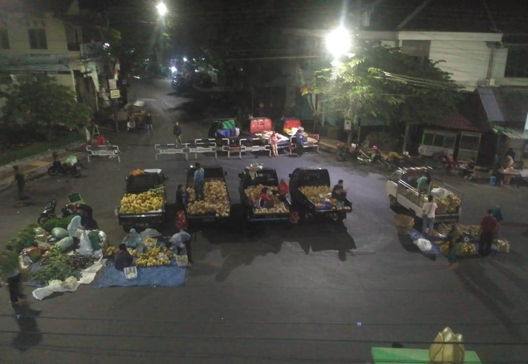 Suasana Pasar Krempyeng Depan Bintoro