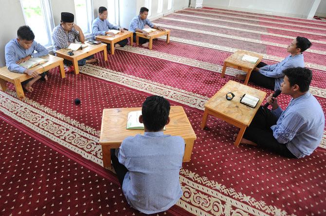 6 Tips Mengkhatamkan Al-Quran Selama Puasa, Raih Keutamaan Bulan Ramadhan