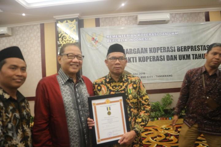 Penghargaan Bhakti Koperasi kepada Bupati Demak Oleh Kementerian Koperasi dan UKM RI
