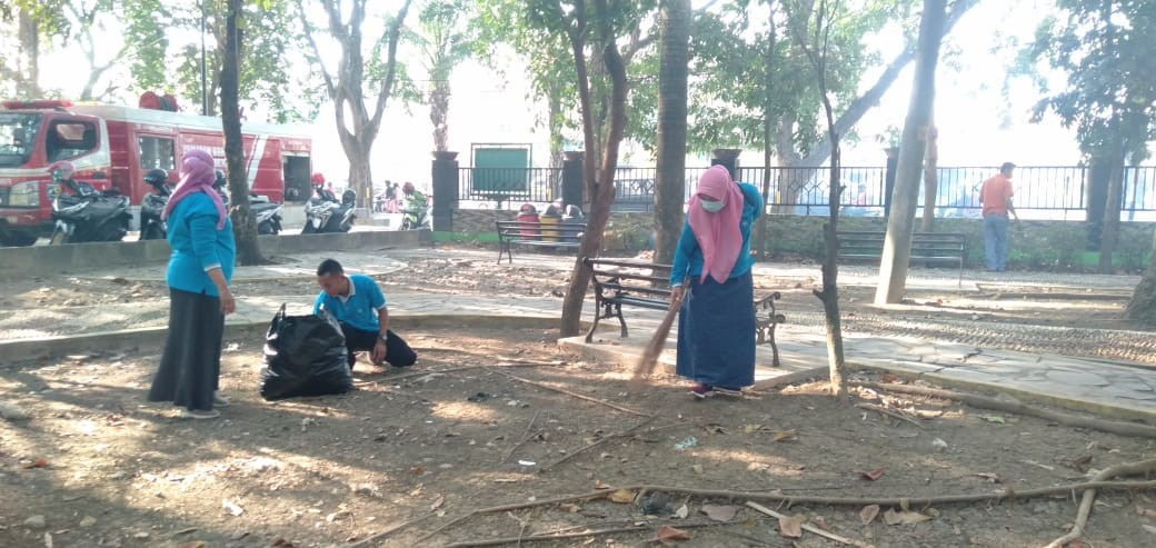 Kerja Bakti Dalam Rangka Persiapan Hut RI ke 74 Dan Menjaga Lingkungan Kebersihan Di Wilayah Pemerin