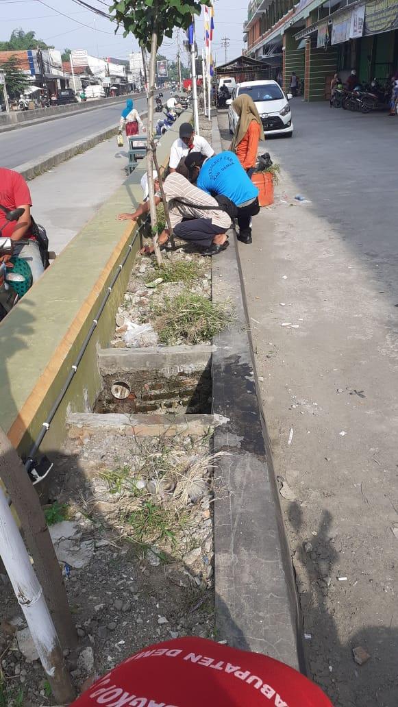 Kerja Bakti Dalam Rangka HUT Kabupaten Demak Di  Pasar Mranggen UPTD III