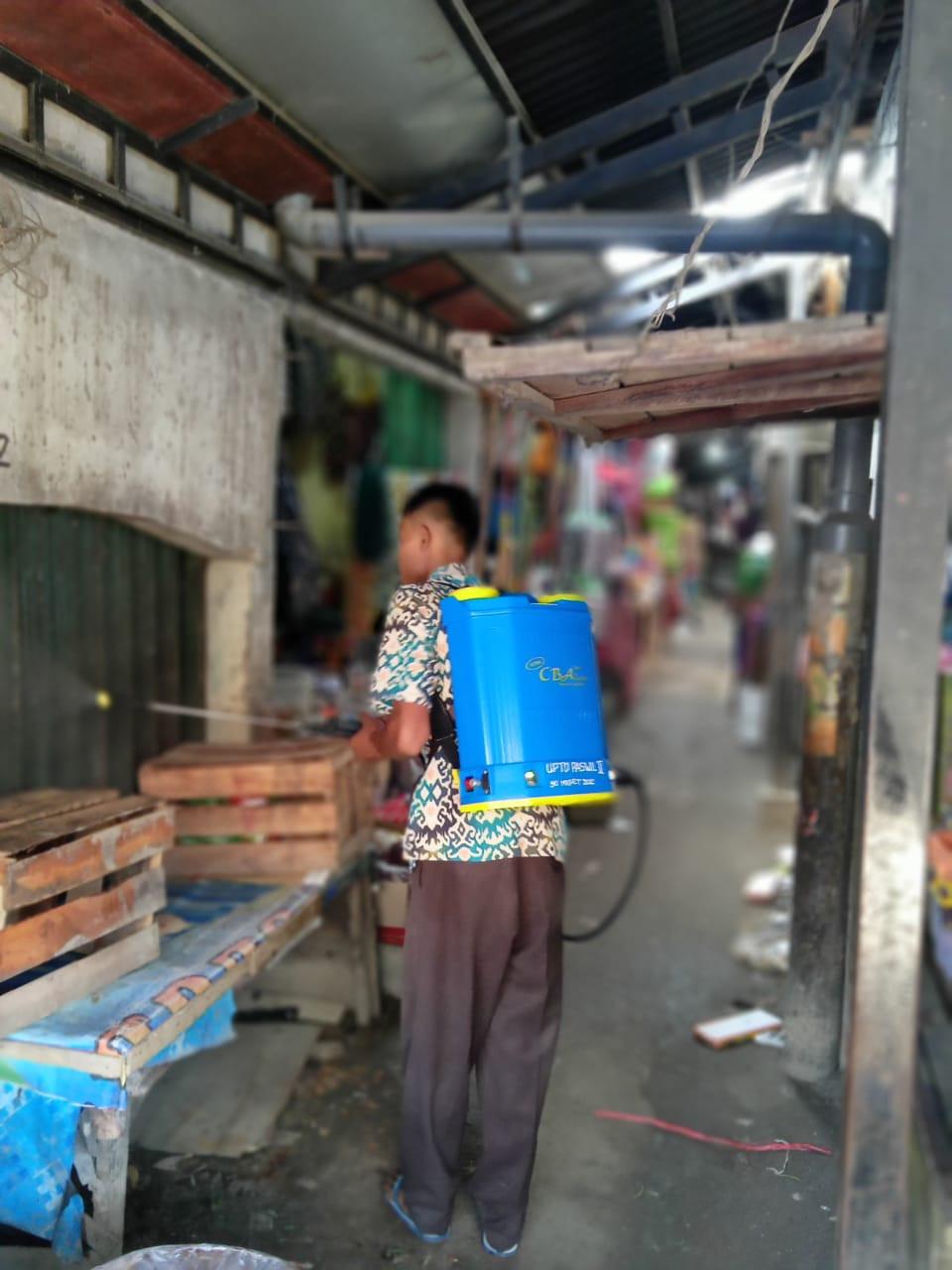 Penyemprotan Disenfektan Di UPTD Paswil II Pasar Sayung Kab. Demak