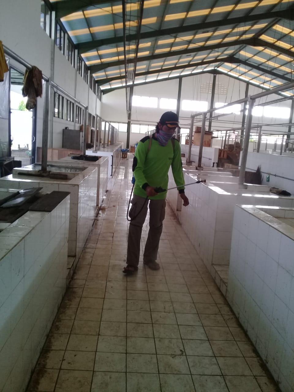 Penyemprotan Disenfektan Di UPTD Paswil V Pasar Jebor Kab. Demak