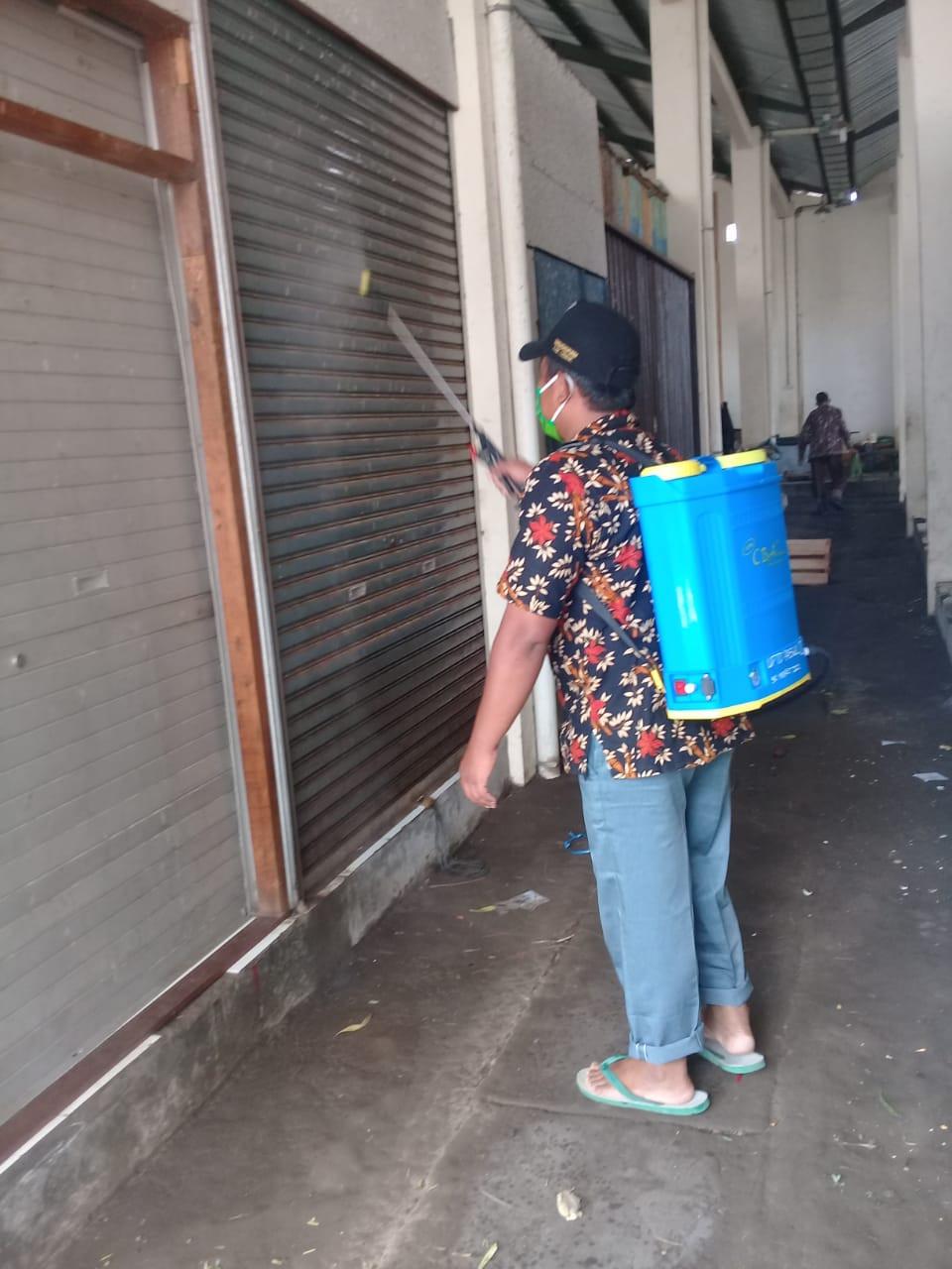 Penyemprotan Disenfektan Di UPTD Paswil II Pasar Sriwulan Kab. Demak