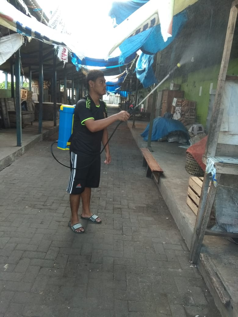 Penyemprotan Desinfektan  Di Pasar Karanganyar UPTD Pasar Wilayah V Kabupaten Demak