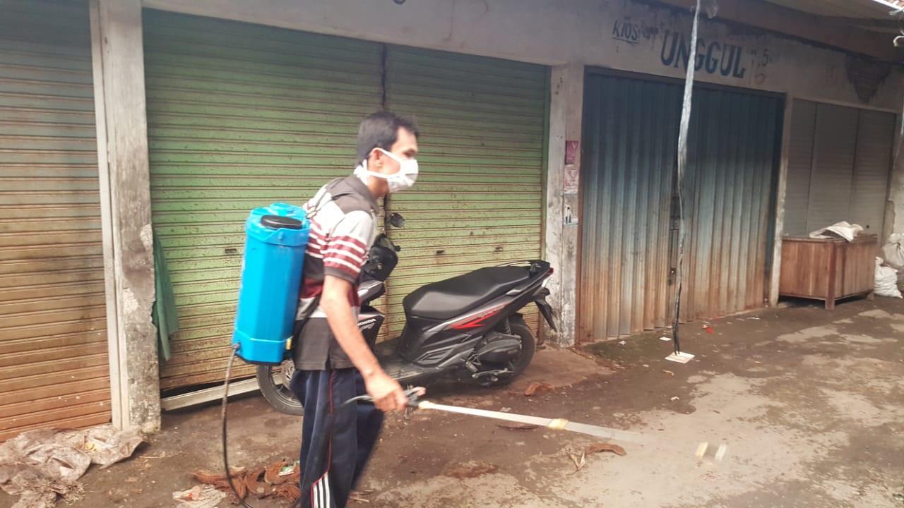 Penyemprotan Disinfektan  Di Pasar Guntur  UPTD Pasar Wilayah IV Kabupaten Demak
