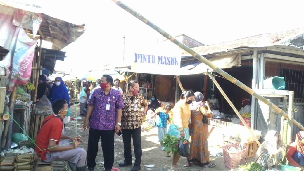 Kunjungan Bapak Kadin Dan Bapak Kabid  Di Pasar Sayung