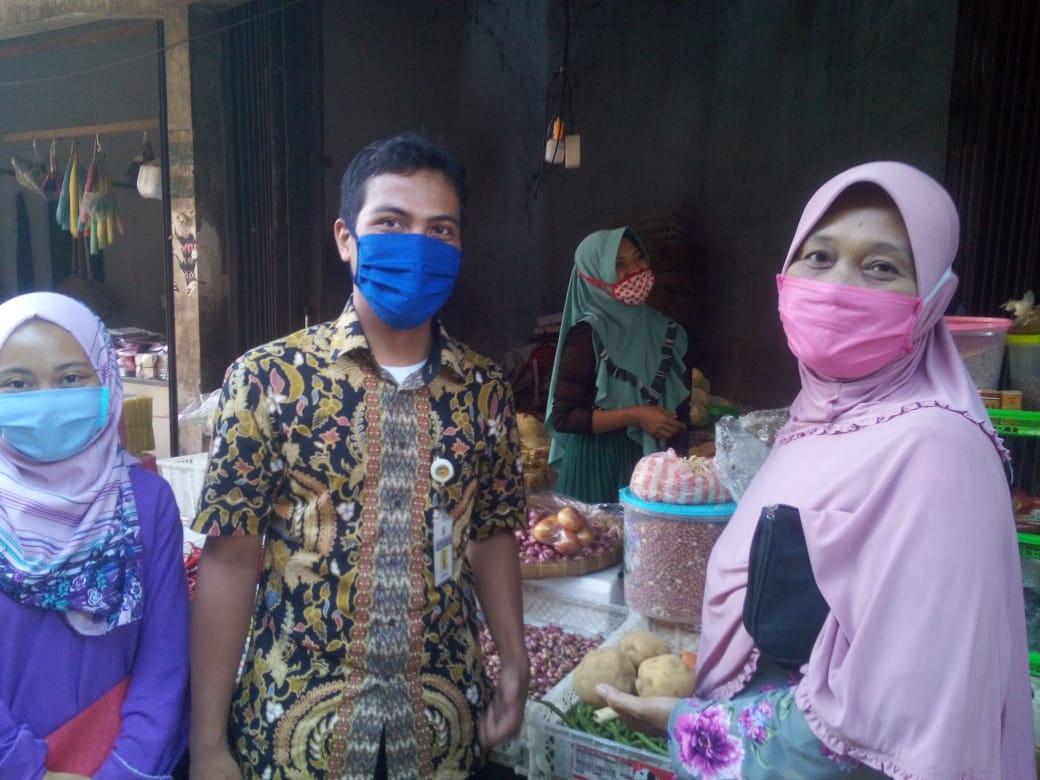 Pemantauan Pedagang Dan Pembeli Di Pasar Jebor  Masih Tertib Pakai Masker