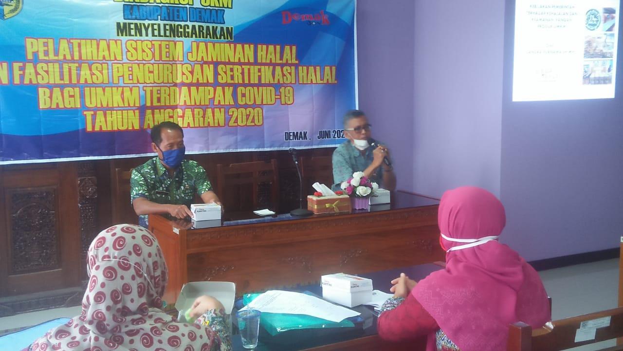 Pelatihan Kewirausahaan melalui Fasilitasi Sertifikasi PIRT dan Sertifikasi Halal Bagi UMKM 2020
