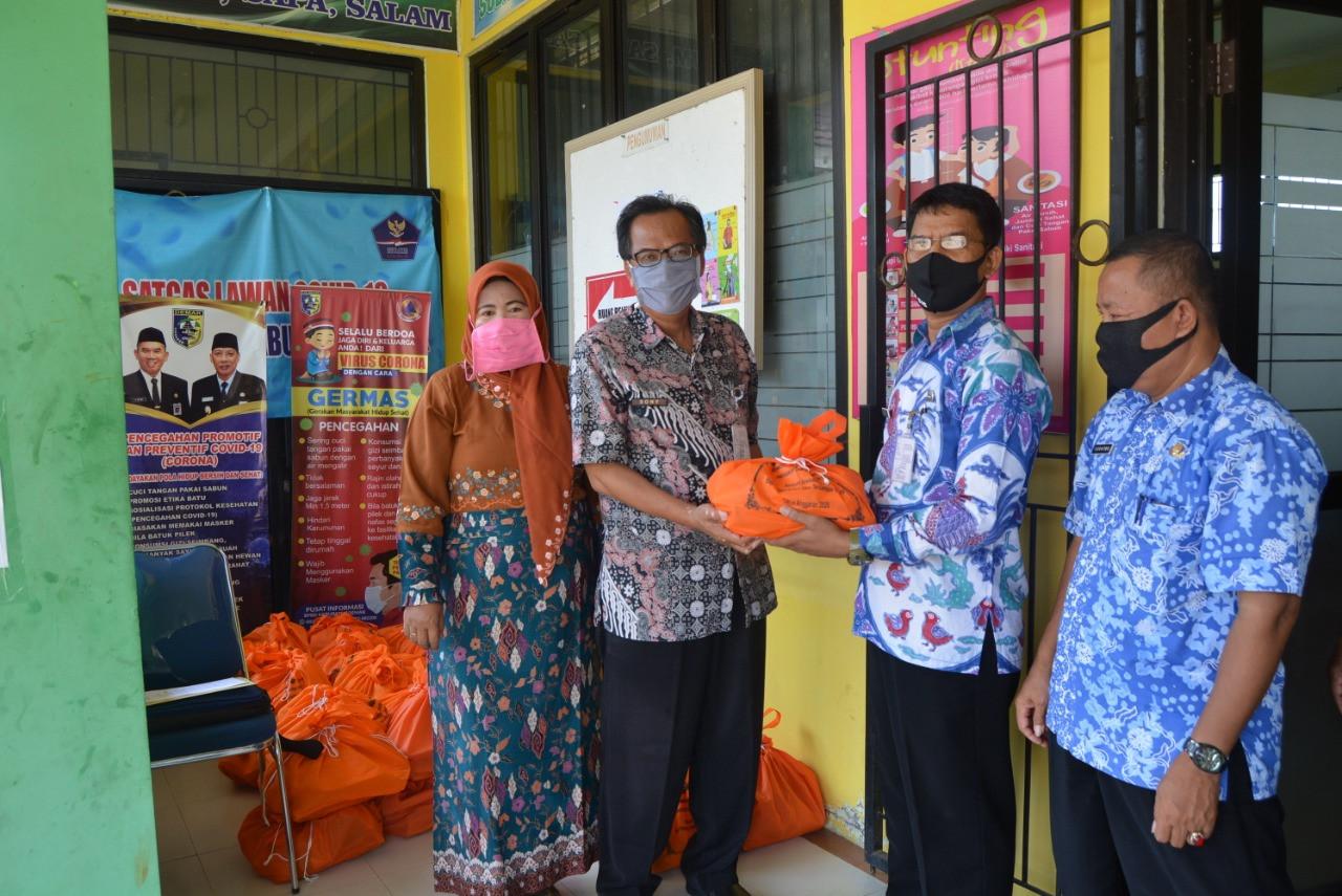 Pembagian Sembako Gratis Bagi Pkl Di Kecamatan Guntur, Kecamatan Karangawen Dan Kecamatan Kebonagung