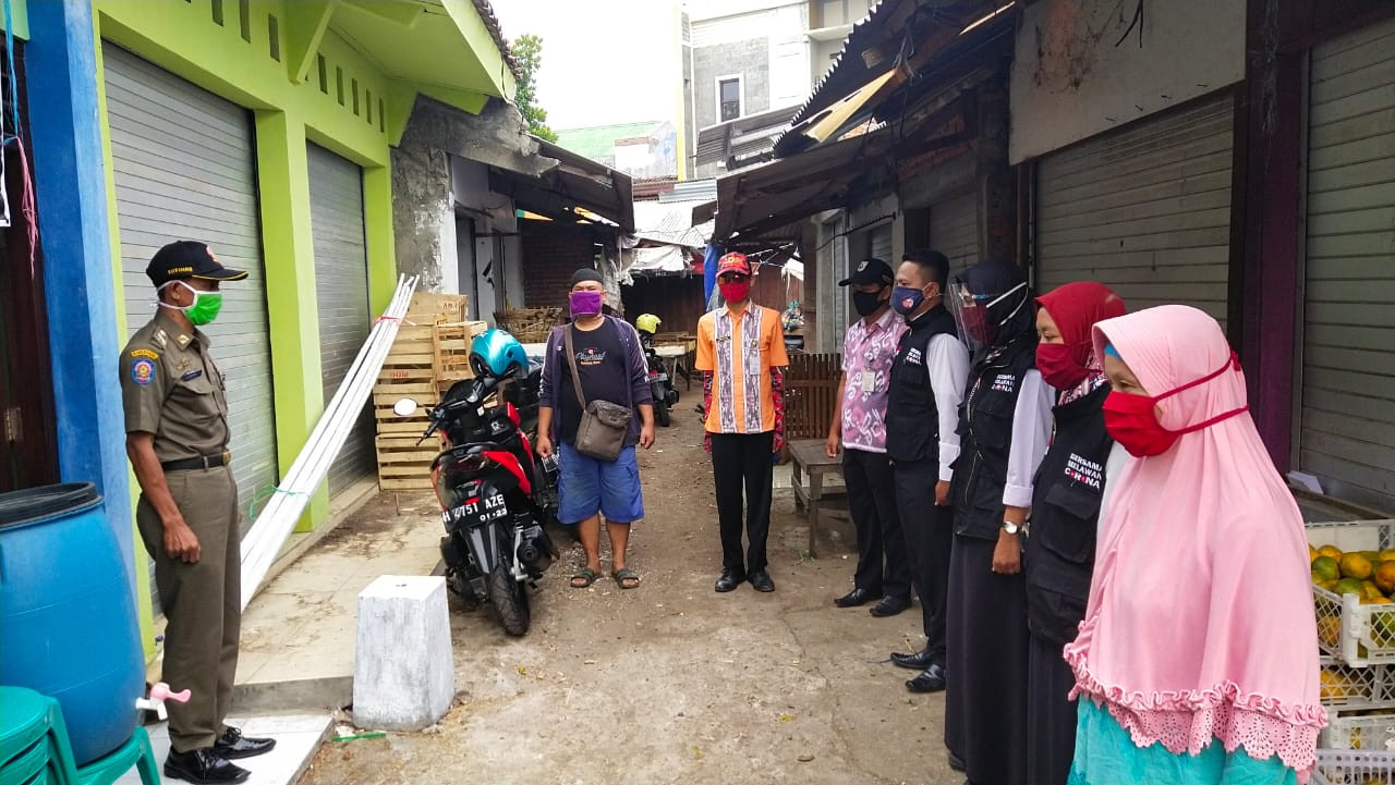 Penjagaan Pasar Dalam Rangka PKM (Pembatasan Kegiatan Masyarakat)   Dan Apel Siang Di Pasar Gebang
