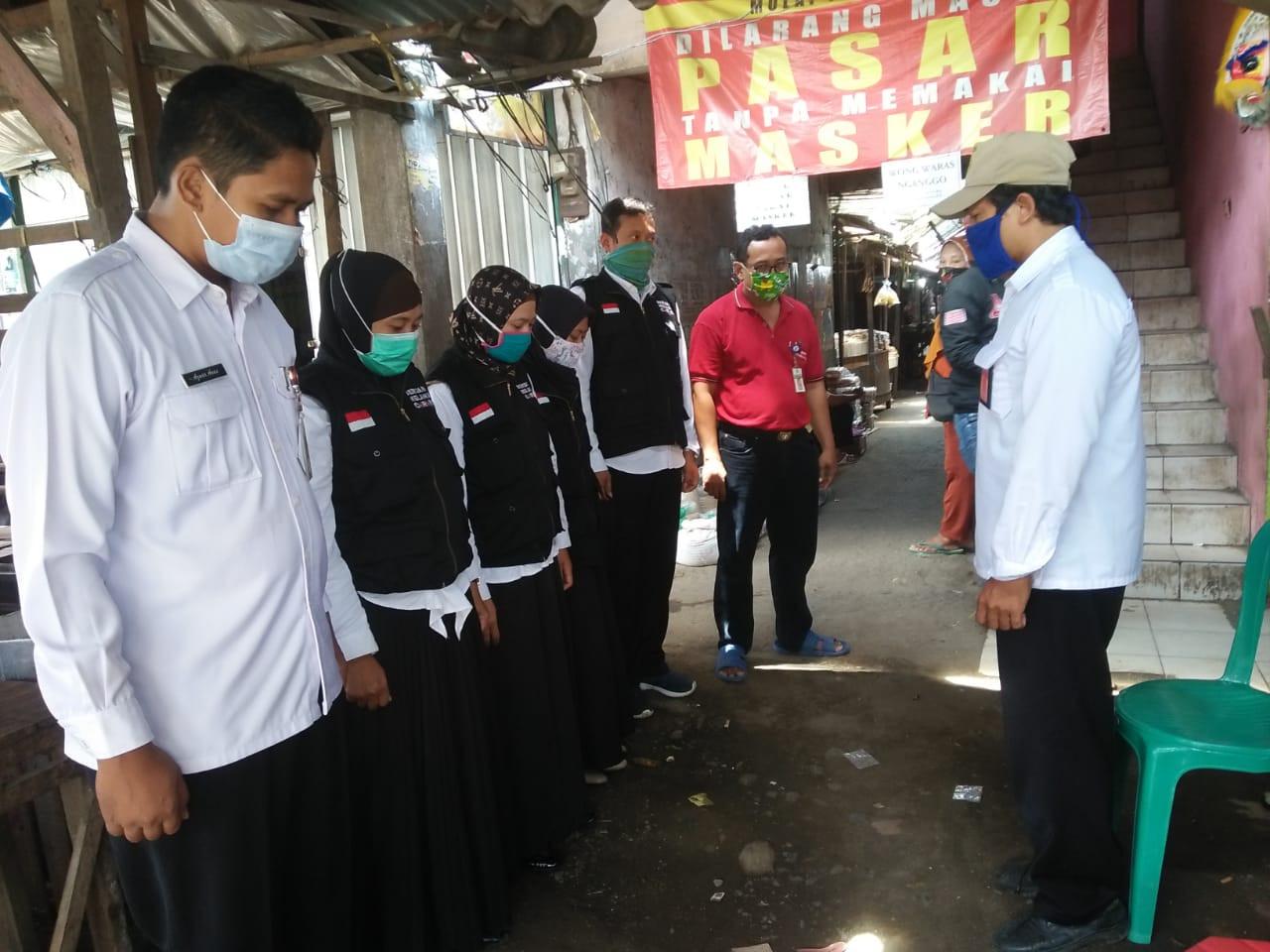 Penjagaan Pasar Dalam Rangka PKM (Pembatasan Kegiatan Masyarakat)   Dan Apel Siang Di Pasar Gajah