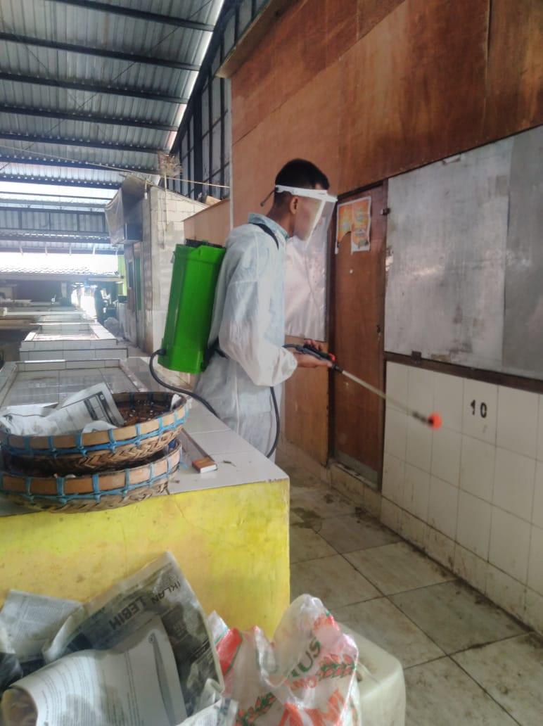 Penyemprotan Disinfektan Di Pasar Sayung  Hari Ini Selasa 22 Desember 2020