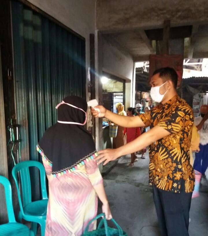 Kegiatan Protokol Kesehatan Penjagaan Pintu Masuk Pasar Brambang UPTD Paswil IV Rabu 23 Desember 202